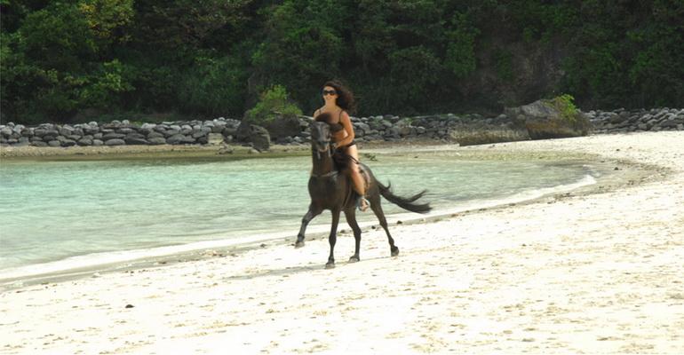 horseback-riding-boracay-activities-02.jpg