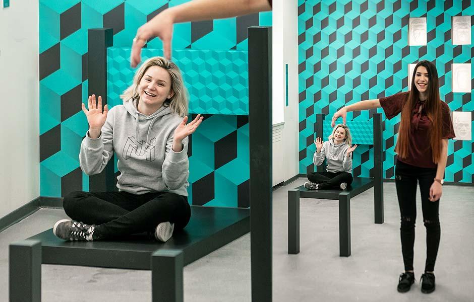 moi-zg-exhibits2019-chair-illusion.jpg