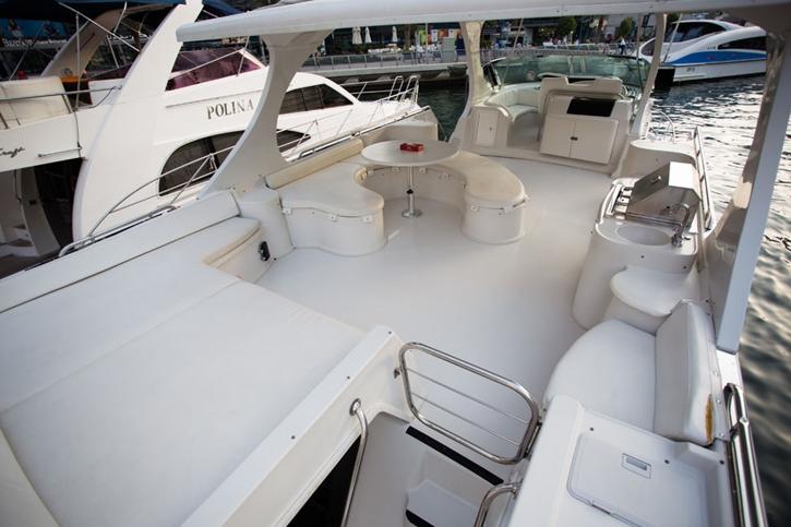 luxuryyacht2.jpg