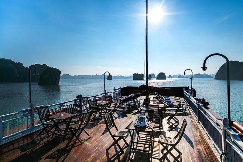 bhaya-cruise-sundeck-halong.jpg