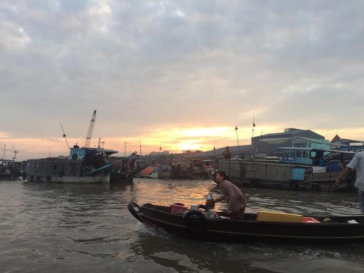 floatingmarket10.jpg