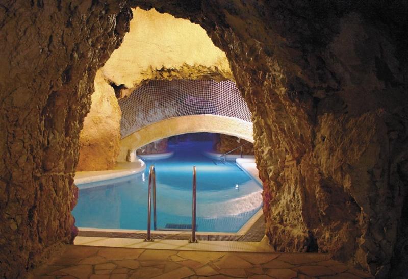 cavebath01008.jpg