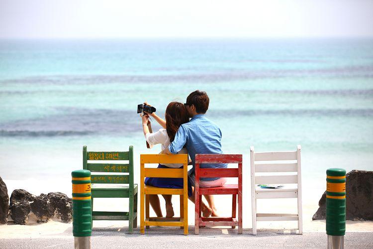 3b122880-1319037201406017k_woljeongri-beach-cafe-street.jpg