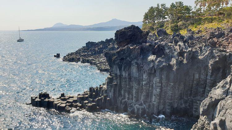 d382c0ab-core-travel_jusangjeolli-cliff.jpg
